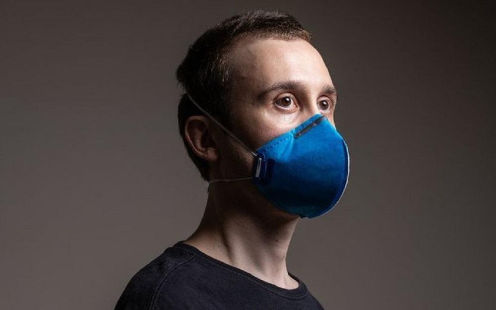 Máscara transparente ou 'M85'; o produto de vinil que não funciona